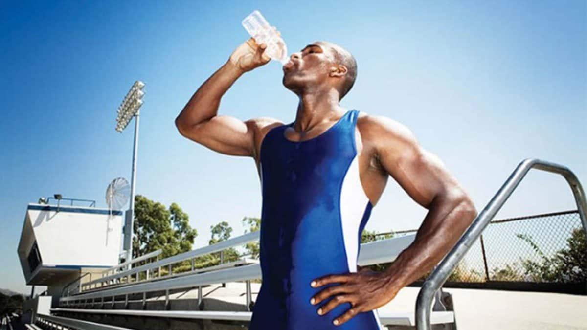 Sportivo che recupera dopo allenamento