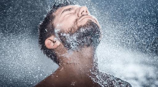 9 Incredibili vantaggi della doccia calda e fredda